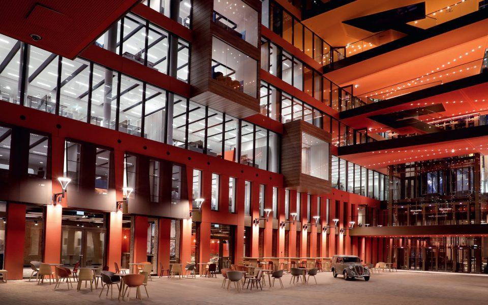 La Piazza, c'est la place de village, pensée pour faire converger les équipes. Photos DR